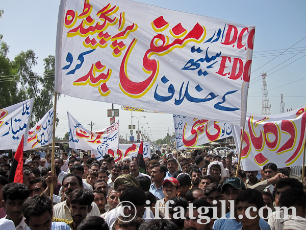 People of Layyah demonstrating in solidarity with the District Coordination Officer, 19 September 2010